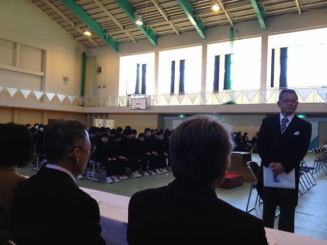 中学校の卒業式に参列(代表区長)
