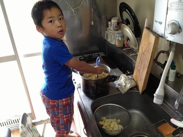 タケノコ調理手伝い