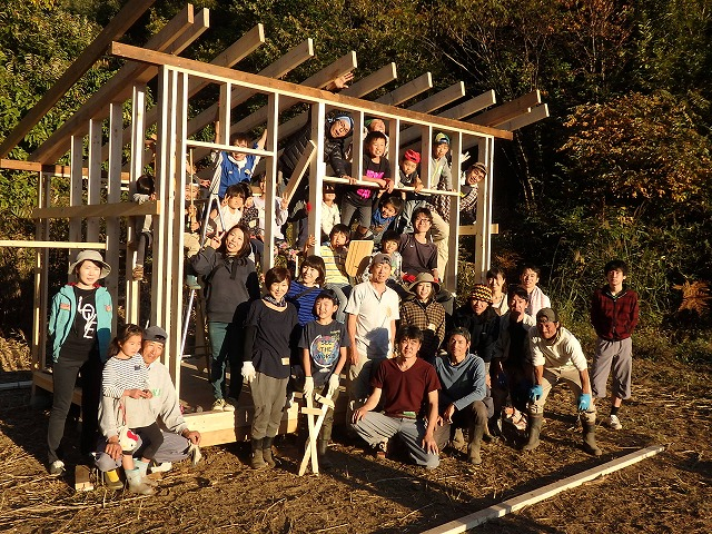 小屋作りワークショップ 第二工程;壁、屋根の骨格作り