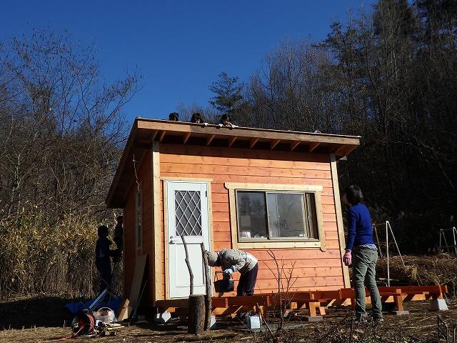 皆で小屋作り ~ウッドデッキ+茅葺き~