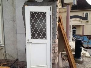 解体現場から扉を入手!