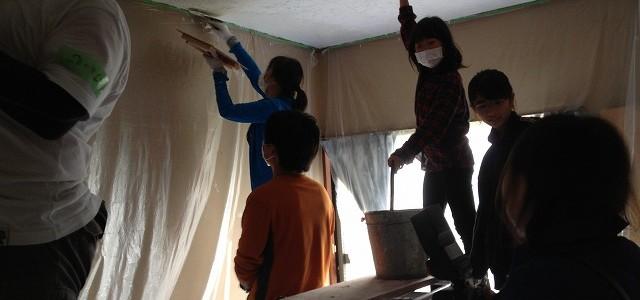 改修ワークショップ Day4の様子 ~床、天井仕上げ~
