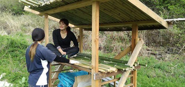 薪小屋設置 ~竹で屋根を~