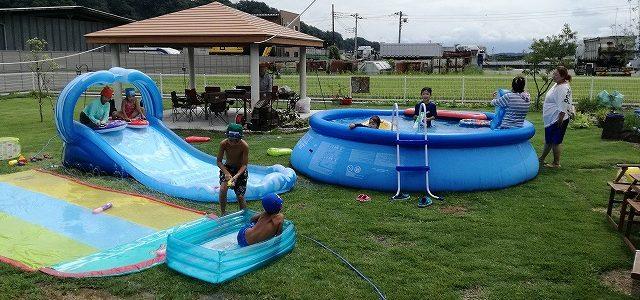 友達の家でプール遊び