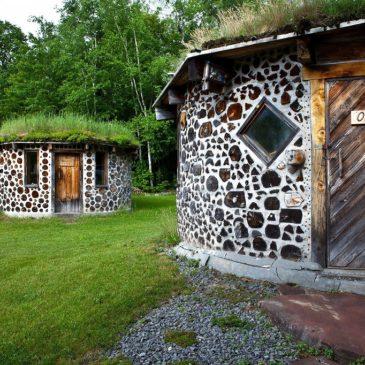 木と土の家作り cordwood house