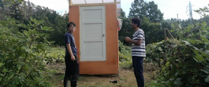 ボランティアさんと外トイレ作り