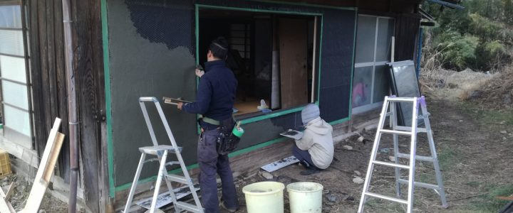 ビヨンド古民家の壁改修、窓入れ
