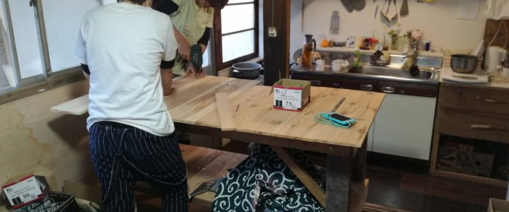 廃材で台所の作業台を作成