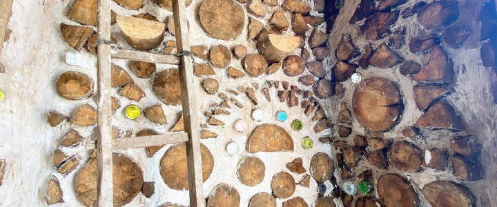 木と土の家(cordwood house)の内装 ~子連れボランティアなども歓迎~