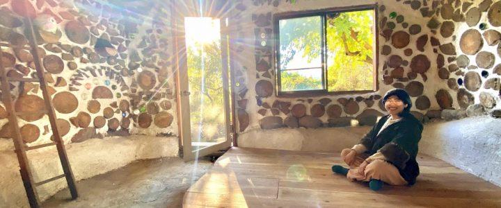 木と土の家(cordwood house)の床作り+rocket mass heater benchの漆喰塗り
